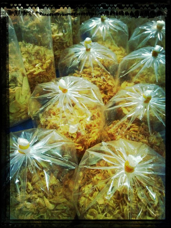 deep-fried-shallots,-Pasar-tebet,-jakarta