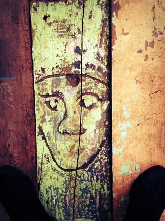 antique-jakarta-pasar-jalan-surabaya-painted-board
