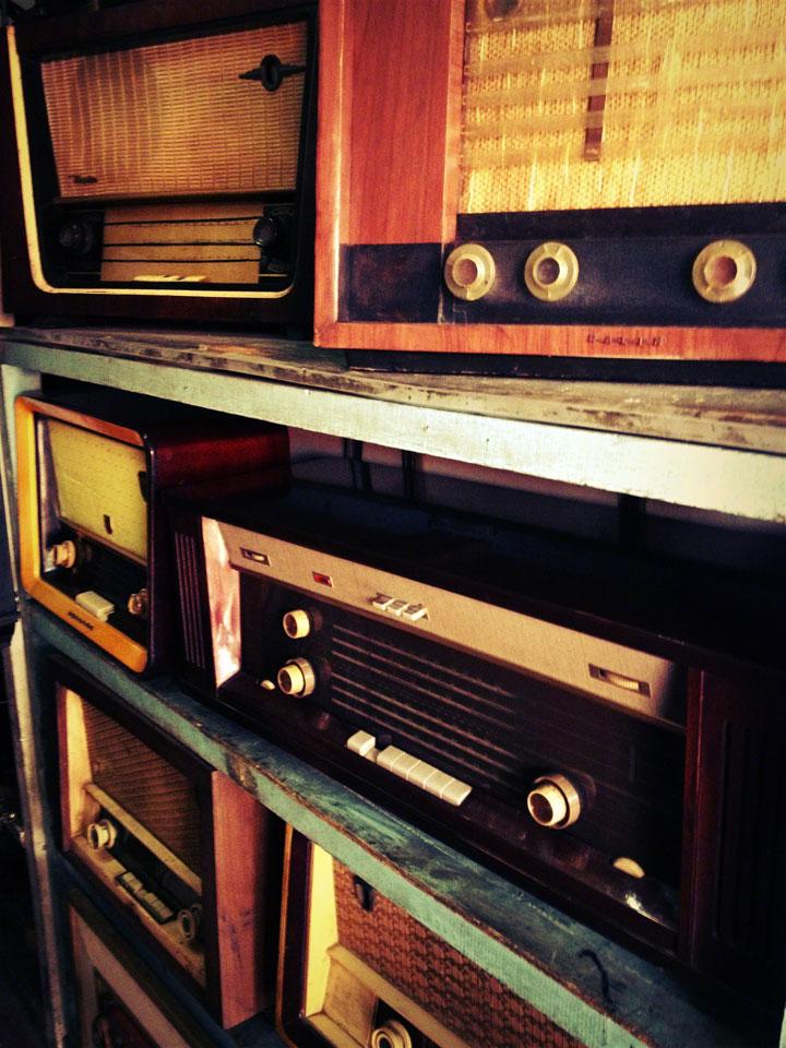 antique-jakarta-pasar-jalan-surabaya-radios