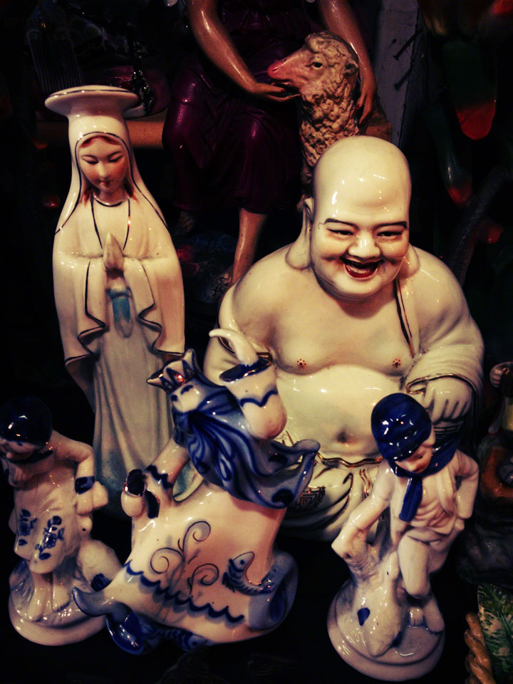 antiques-jakarta-jalan-surabaya-madonna-and-budha