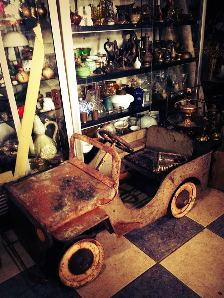 antiques-jakarta-jalan-surabaya-old-car