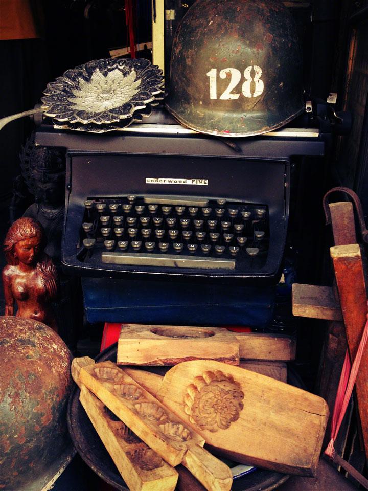antiques-jakarta-pasar-jalan-surabaya-butter-pats