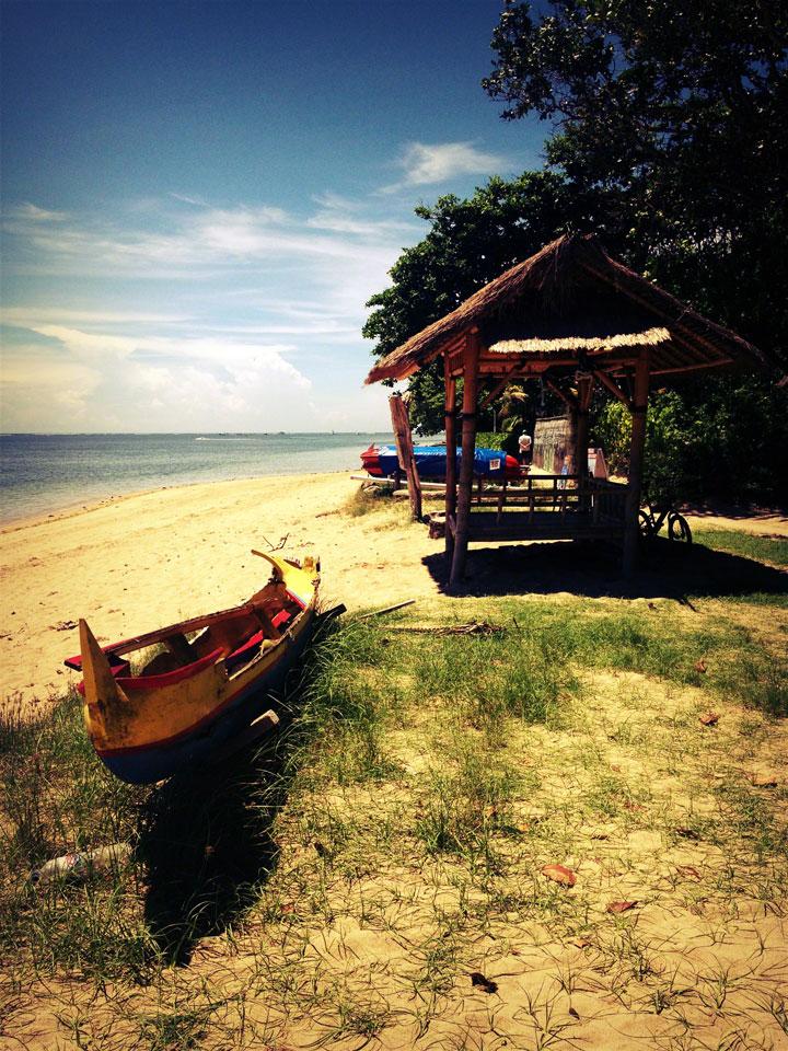 bali-sanur-beach-boat-hut