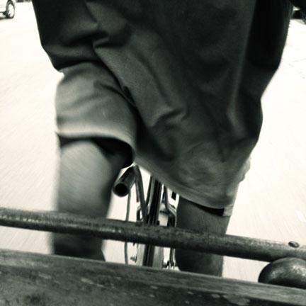 becak-yogyakarta-working-the-legs