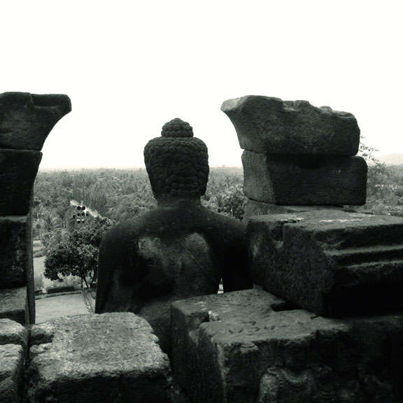 borobudur-indonesia-buddha-head-wall