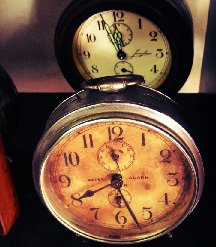 Jakarta-Antiques-Jalan-Surabaya-clocks