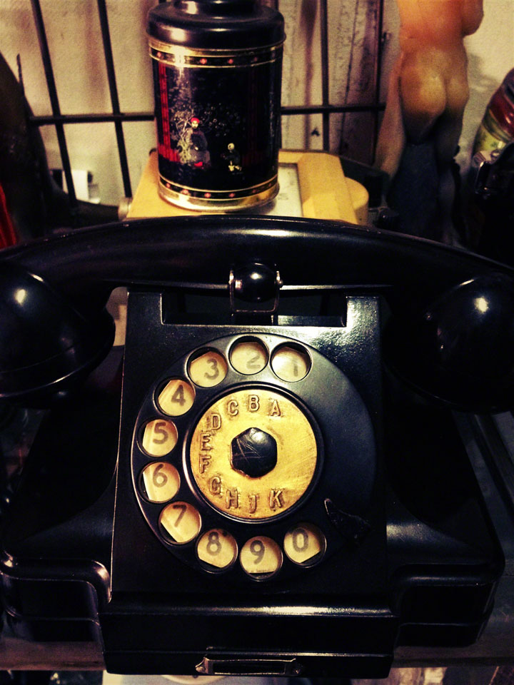 jakarta-antiques-jalan-surabaya-old-telephone