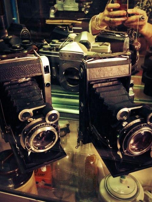 jakarta-antiques-pasar-jalan-surabaya-cameras