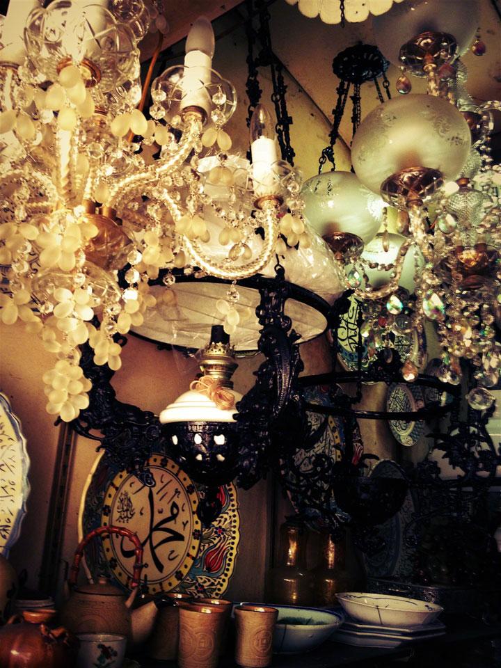 jakarta-antiques-pasar-jalan-surabaya-chandeliers