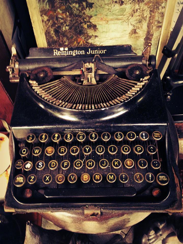 jakarta-antiques-pasar-jalan-surabaya-typewriters