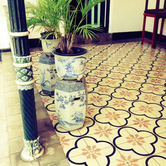 kraton-jogja-tiles-and-blue-pots