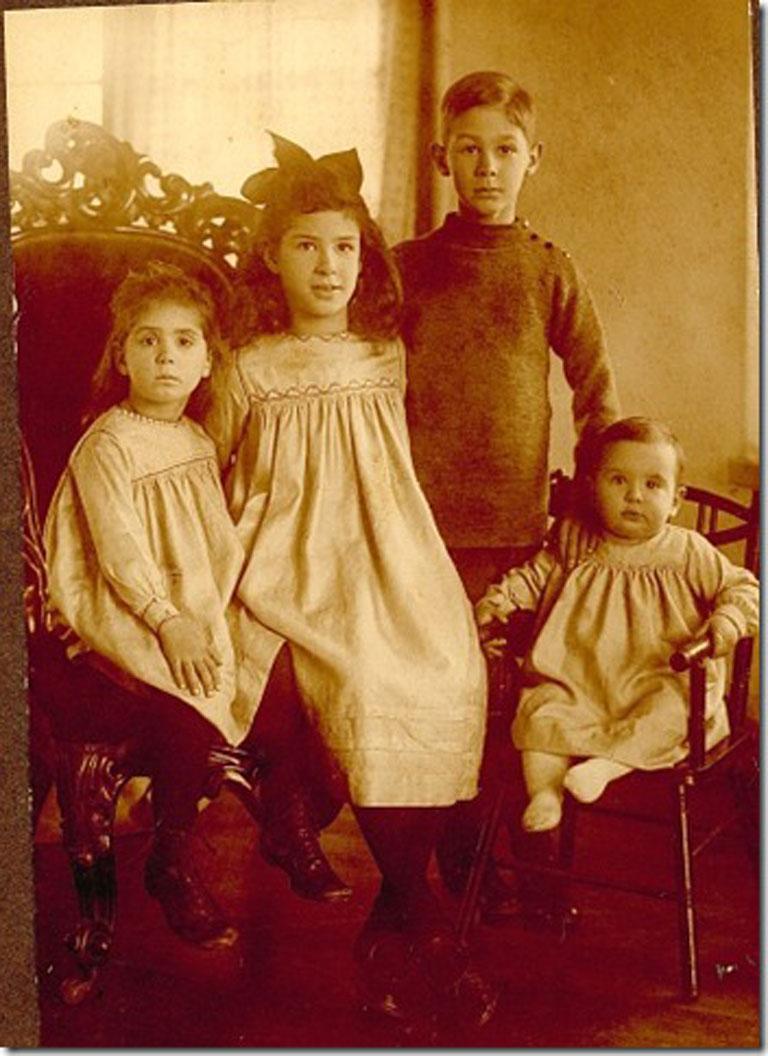 Oma-and-siblings