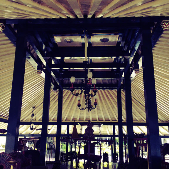 yogyakarta-kraton-ceiling