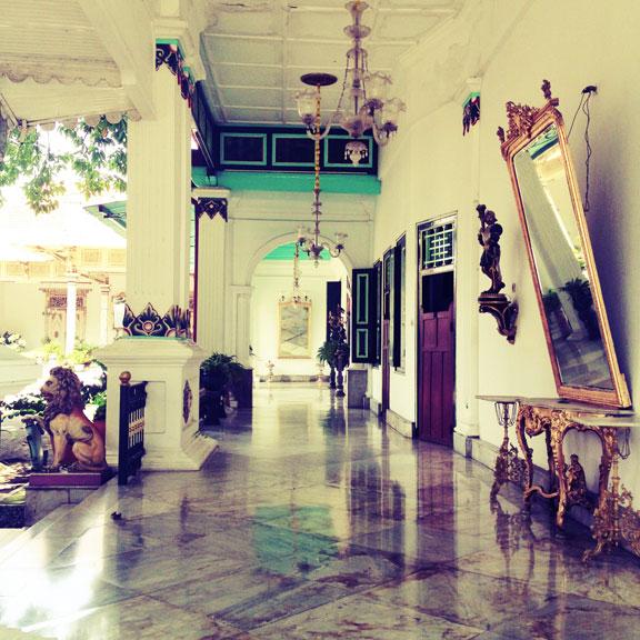 yogyakarta-kraton-marbled-corridor