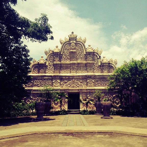 yogyakarta-taman-sari-fancy-gateway