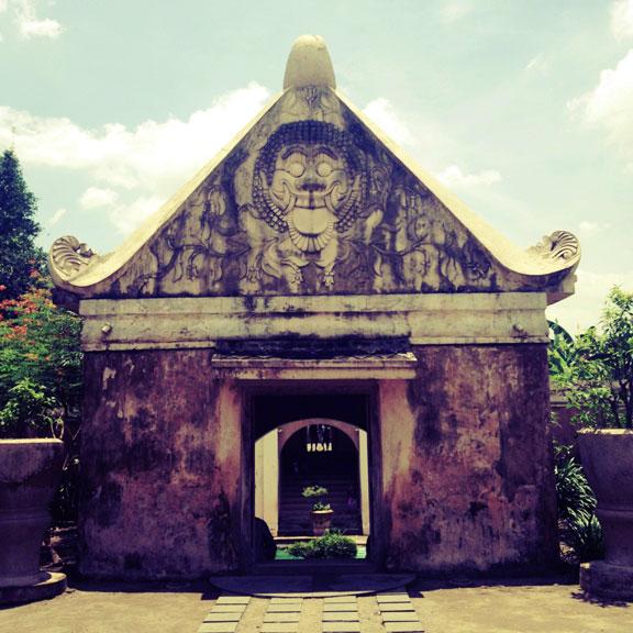 yogyakarta-taman-sari-gatehouse