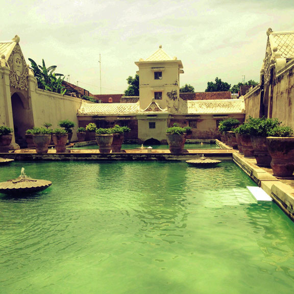 yogyakarta-taman-sari-interior-bathing-pools1
