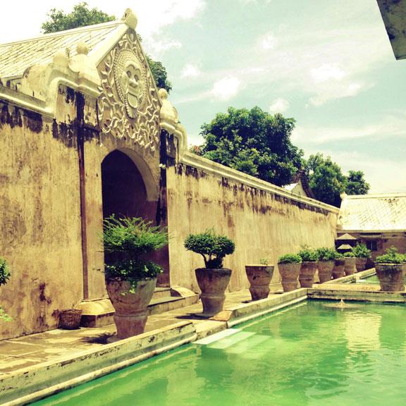 yogyakarta-taman-sari-interior-pool
