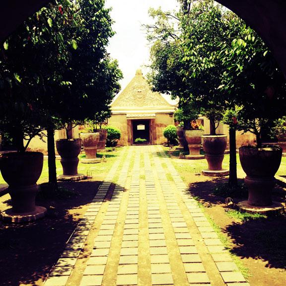 yogyakarta-taman-sari-pathway