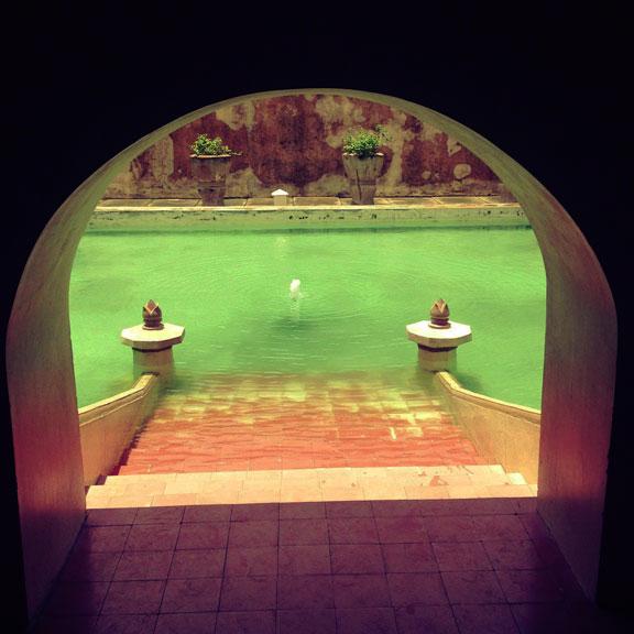 yogyakarta-taman-sari-queens-pool-steps