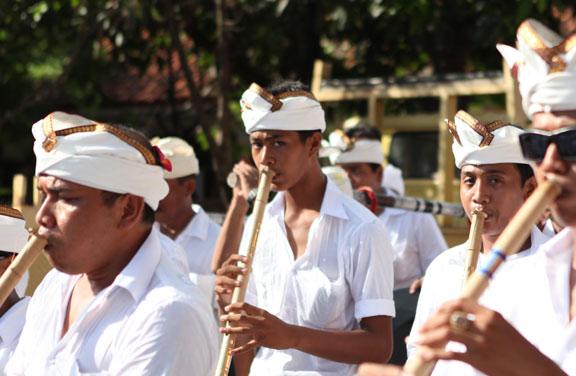 bali-gamelan-pipers-piping