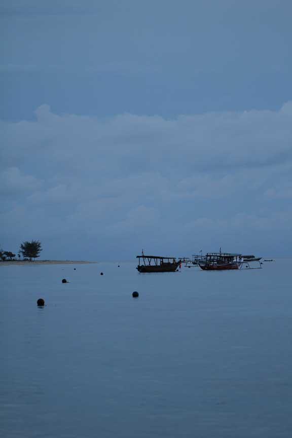 gili-trawangan-calm-blue-water-and-boats