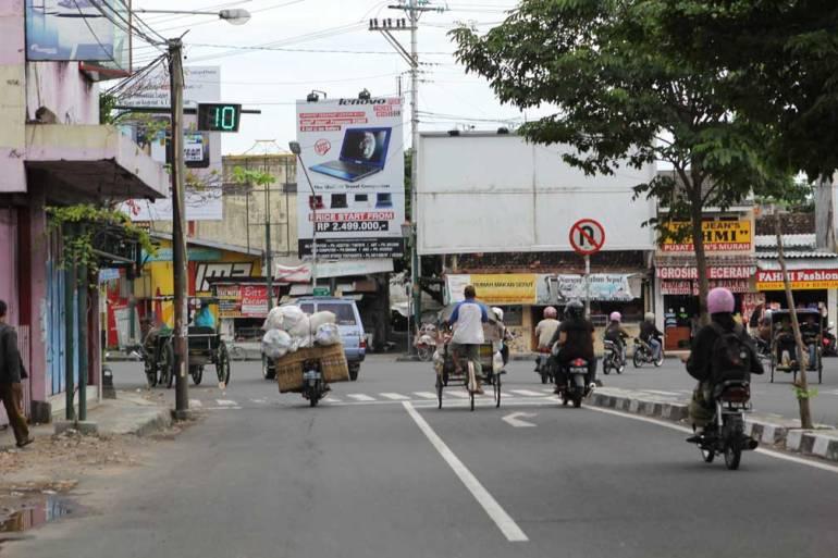 jogja-street-scene-life-in-java