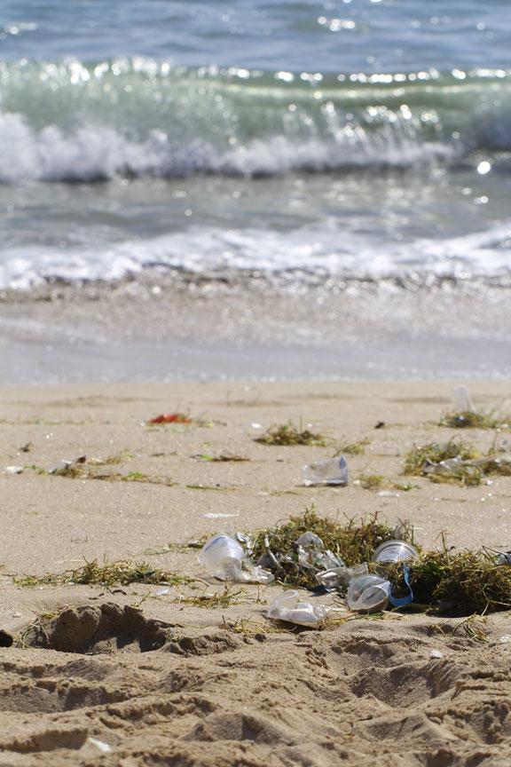 bali-images-jimbaran-plastic-rubbish