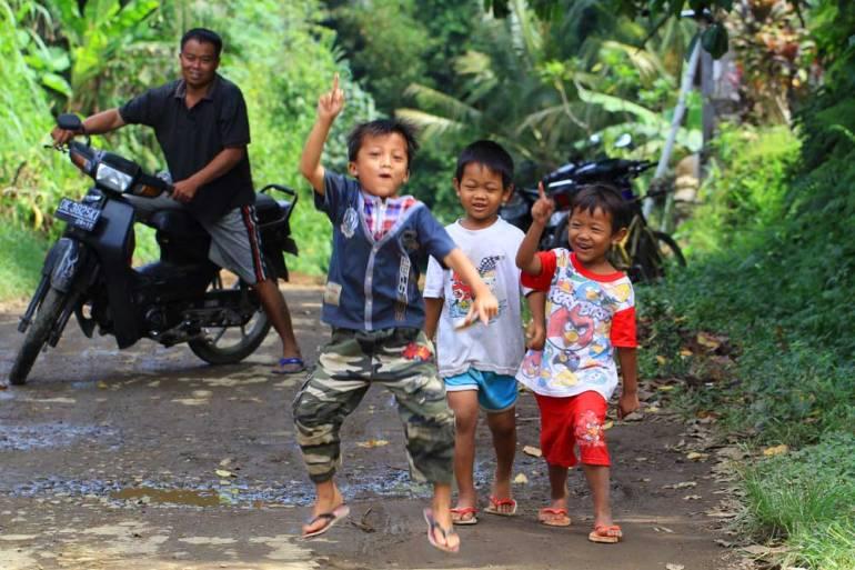 boys-bali-kampung-indonesia-images
