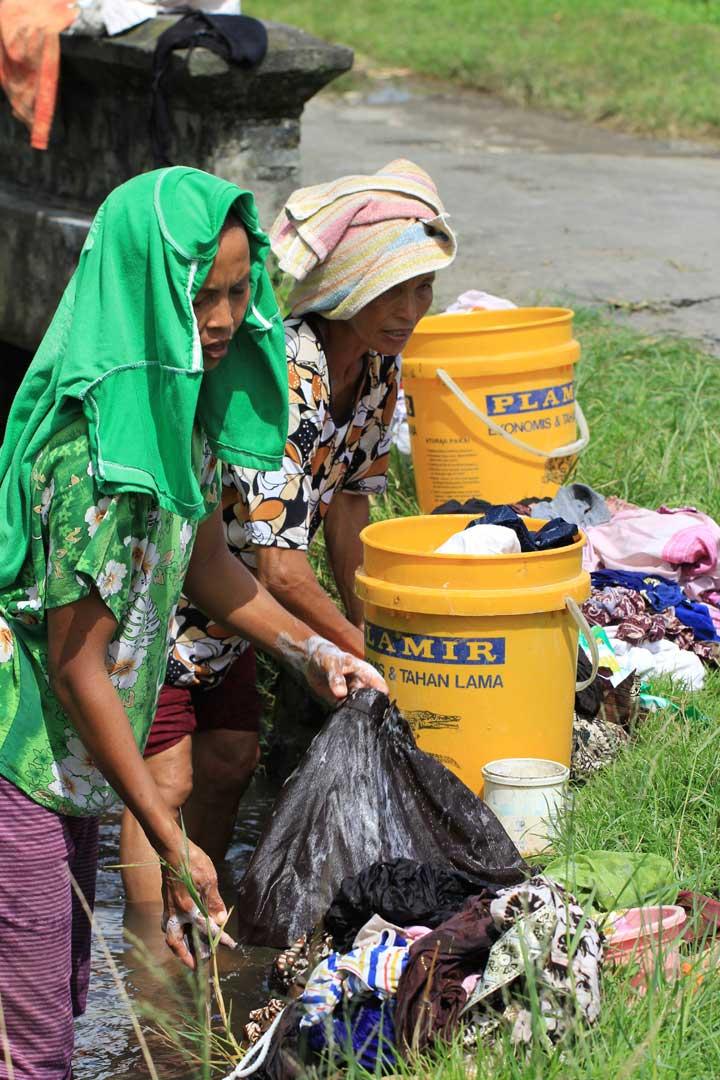 hardatwork-bali-clothes-washing