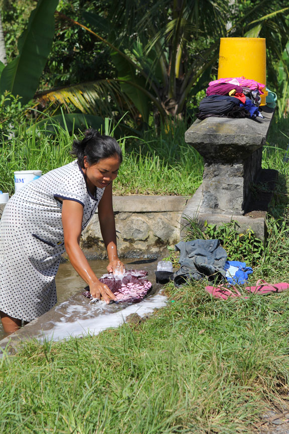 washing-laundry-bali-indonesia