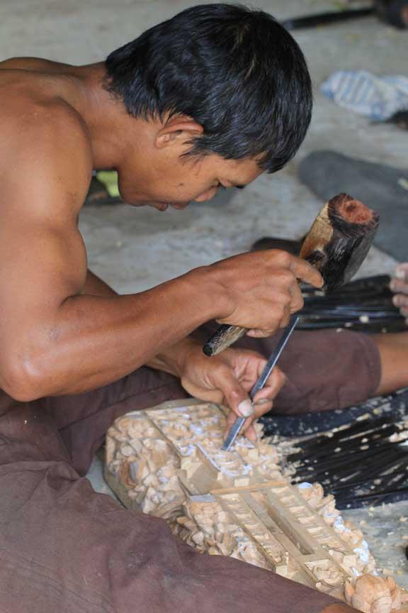 wood-carving-bali-kampung