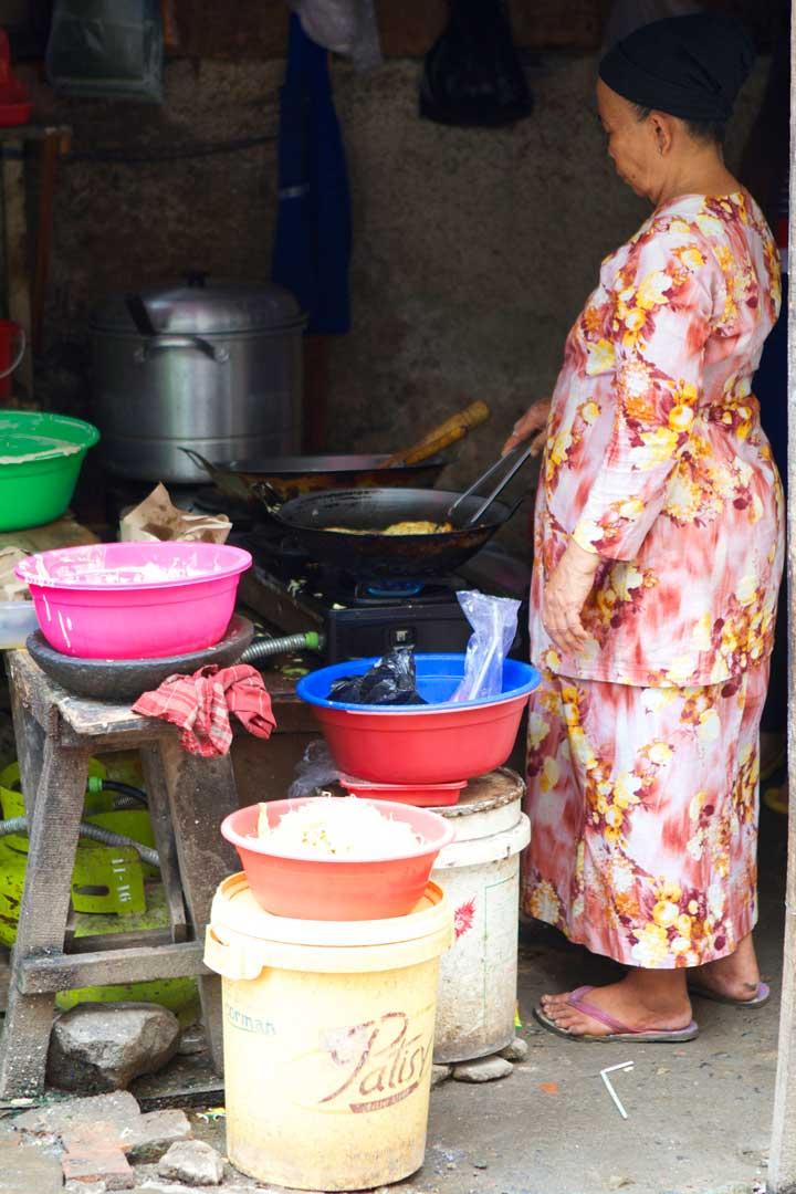 lady-cooking-pasar-jakarta