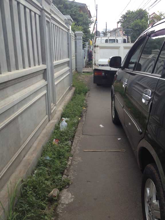 jakarta-pavements-tightsqueeze