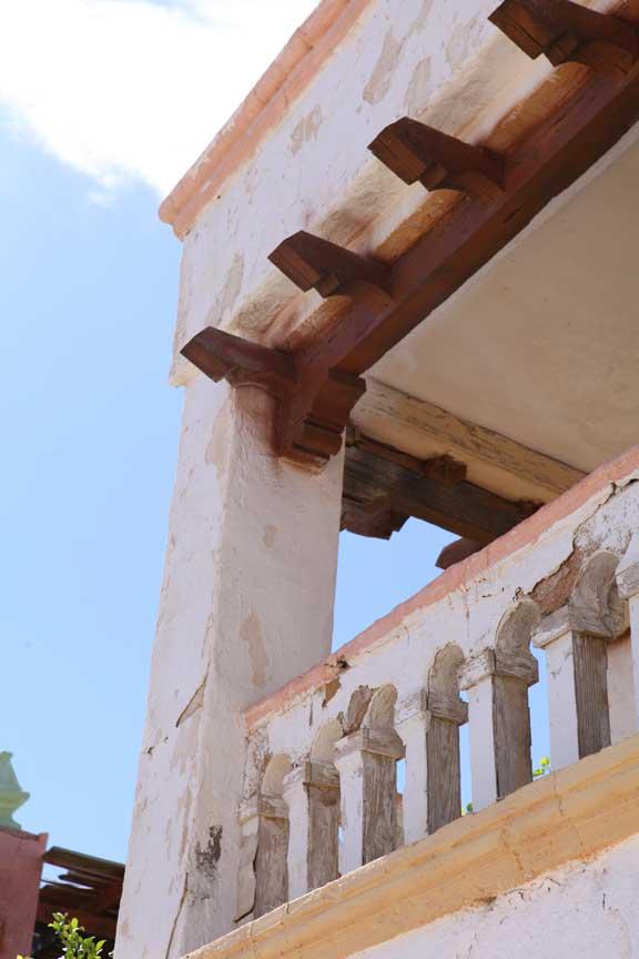 balcony-detail---fort-bravo---lottie-nevin