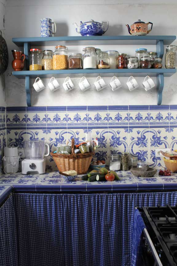 kitchen-and-shelves