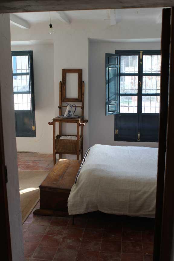 shaker-bedroom